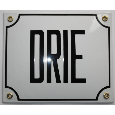 Huisnummerbord 18x15 nummers in letters 'DRIE'